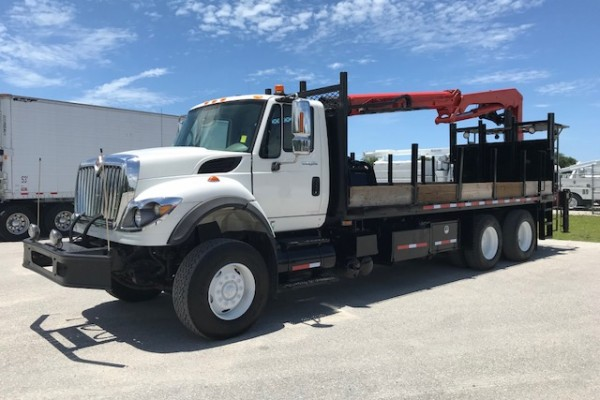 Stock # 93555 2009 International 7600 Grapple Loader with Magnet