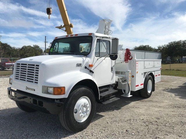 2001 International 4900 knuckle Boom SOLD