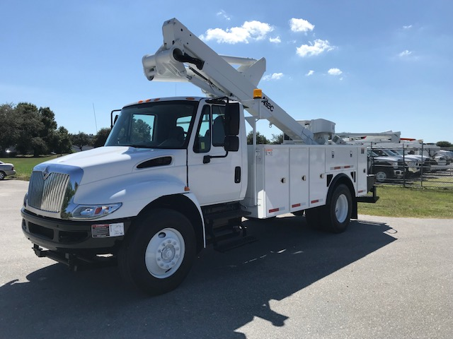 STOCK # 89398  2010 INTERNATIONAL 4300 45FT BUCKET TRUCK **UNDER CDL**