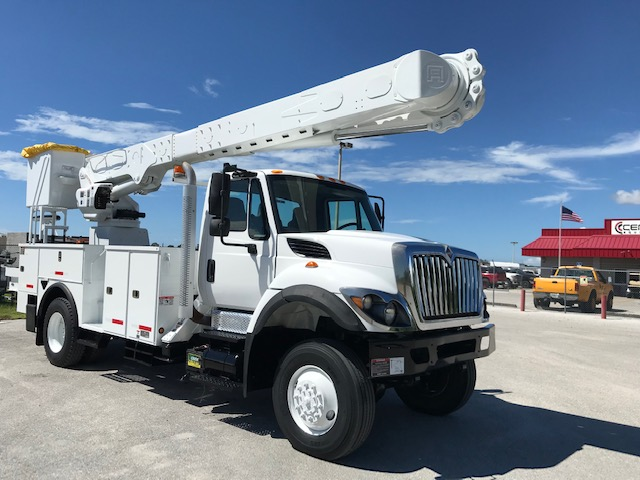 STOCK# 53093 2013 INTERNATIONAL 7300 4X4 60FT 2 MAN OVERCENTER BUCKET TRUCK W/ MAT HANDLER