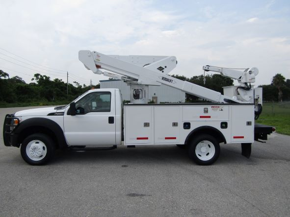STOCK # 44904  2015 FORD F50 4X4 45FT BUCKET TRUCK W/ MATERIAL HANDLER